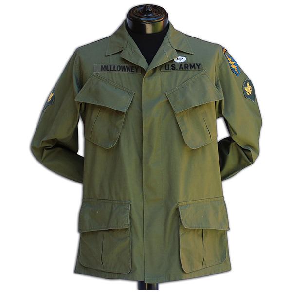 Richard Mullowney's badged uniform top. 3A