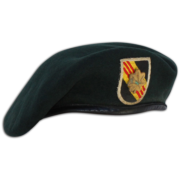 Donald Jutz issued beret with incountry flash. 1 (2)